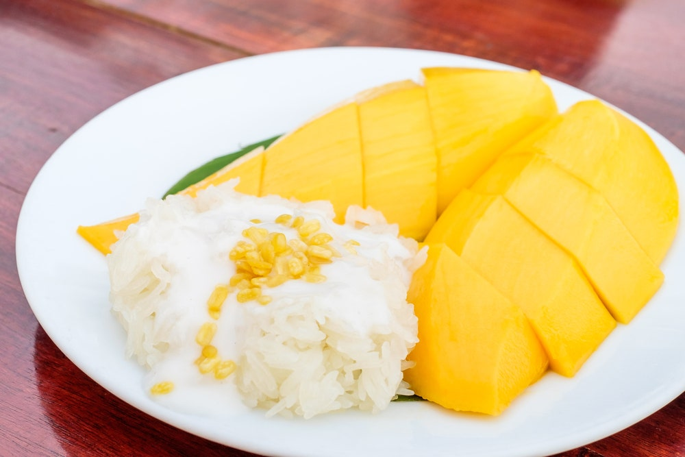 STICKY RICE WITH FRESH MANGO AND CREAMY COCONUT SAUCE