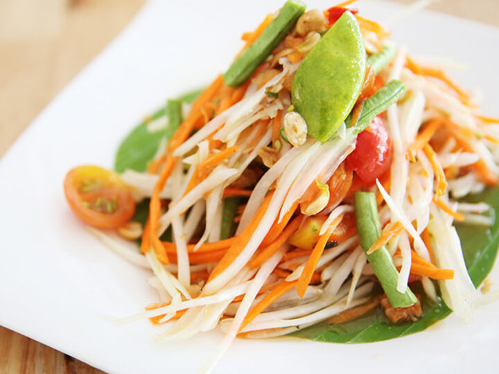one of best and famous desh thai style papaya salad with shrimps in hong kong