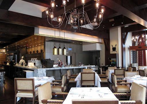 Hugo's Hyatt Regency thai food reasonably price restaurant